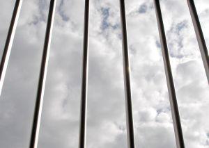Затвор и глоба за укриване на осигуровки от 1 януари 2015